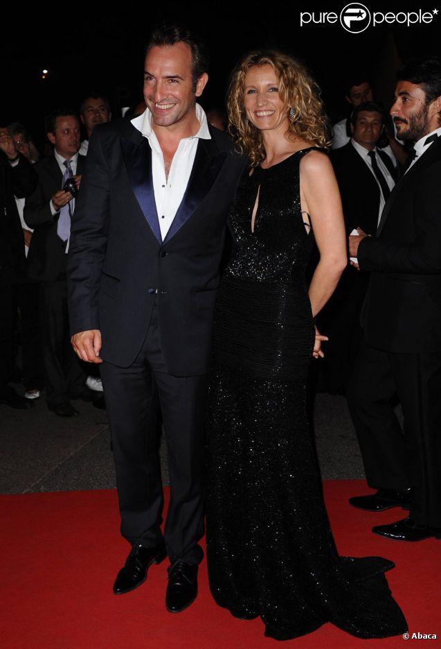 Jean Dujardin et Alexandra Lamy après la cérémonie de clôture et la remise des prix du festival de Cannes le 22 mai 2011