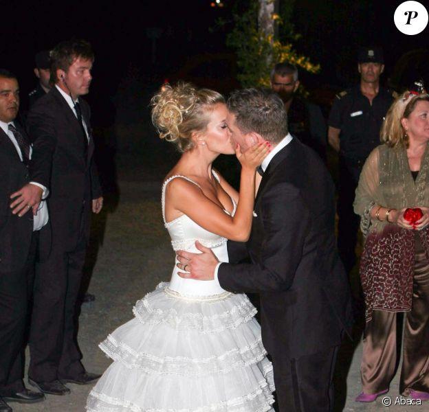 Michael Bublé et sa femme Luisana Lopilato lors de leur cérémonie de mariage à Buenos Aires le 2 avril 2011 en Argentine.