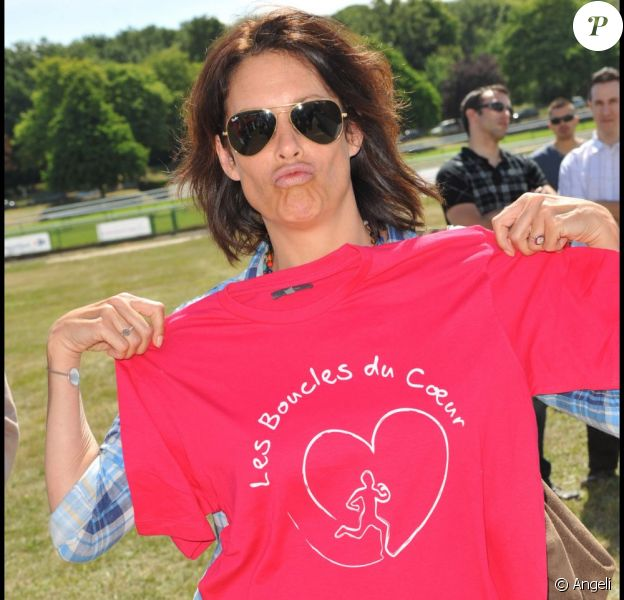 Astrid Veillon participe aux Boucles du Coeur, le 22 mai 2011, à l'Hippodrome de Longchamp. L'événement était organisé au profit de SOS Villages d'Enfants.