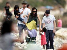 PHOTOS EXCLUSIVES : Angelina Jolie et Brad Pitt, en famille sur une plage du sud !