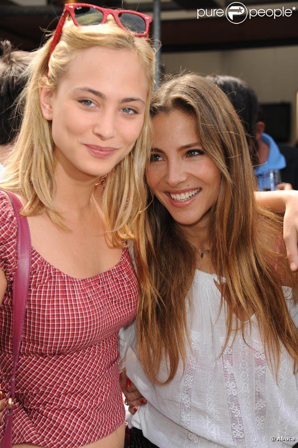 Elsa Pataky et Nora Arnezeder lors des Internationux de France de Roland-Garros, à Paris, le 28 mai 2011.