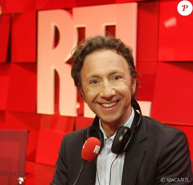 Stéphane Bern pose dans les locaux de RTL