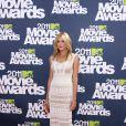 Katie Cassidy dans une longue robe blanche en crochet a fait sensation sur le red carpet lors des MTV Movie Awards le 5 juin 2011