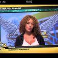 Monia pose une question à Daniela, invitée de Matthieu Delormeau et Jeny Priez sur le plateau des Anges de la télé-réalité : Miami Dreams sur NRJ 12