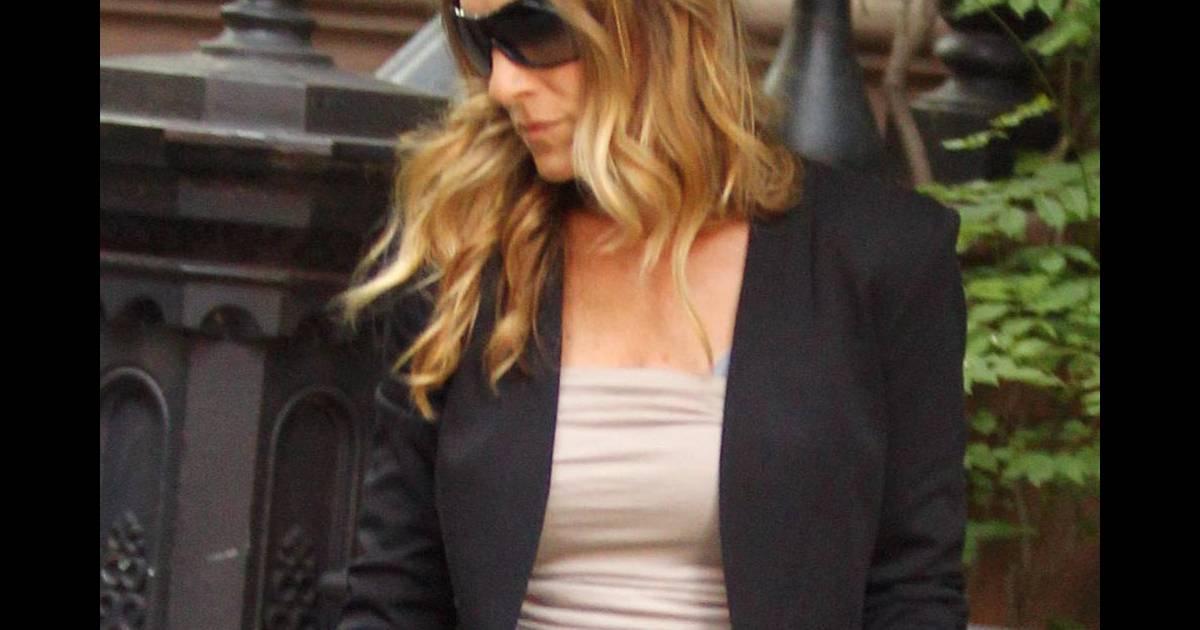 Sarah jessica parker est toujours une fashionista hors for Hors des robes de mariage rack new york