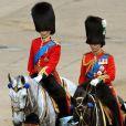 Le prince William et le duc de Kent, juste derrière la reine Elizabeth II lors du Trooping the Colour, célébration de l'anniversaire de la reine Elizabeth II, à Londres le 11 juin 2011