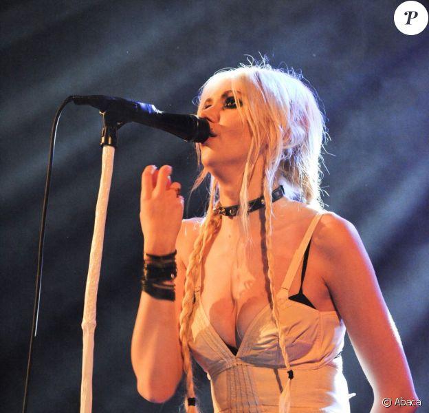Taylor Momsen en concert avec son groupe Pretty Reckless le 8 juin 2011 à Paris