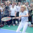Le 13 juin 2011, à Times Square (New York), Kristin Chenoweth promouvait la mise en vente des places pour l'US Open 2011 (fin août-début septembre).