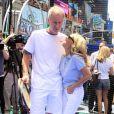 Le 13 juin 2011, à Times Square (New York), John McEnroe et Kristin Chenoweth étaient bien complices pour la promotion de la mise en vente des places pour l'US Open 2011 (fin août-début septembre).