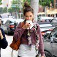 Katie Holmes a un emploi du temps bien chargé : après sa séance de gym avec une copine, elle prend la direction des magasins de Beverly Hills pour faire du shopping ! Le 14 juin 2011