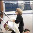 Cynthia Germanotta accompagnait sa fille Lady Gaga lors de sa promo européenne. Elles repartent ensemble pour le Canada depuis l'aéroport du Bourget, le 16 juin 2011.