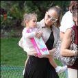 Jennifer Lopez entourée de ses enfants s'est amusée comme une folle au Parc Monceau à Paris le 16 juin 2011