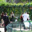 Jennifer Lopez et ses jumeaux Emme et Max au Parc Monceau à Paris le 16 juin 2011