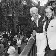Frédéric Castet a travaillé chez Dior de 1953 à 1988 avant de créer ses propres collections. Il pose ici avec la toute jeune Jodie Foster. Saint-Tropez, 1975