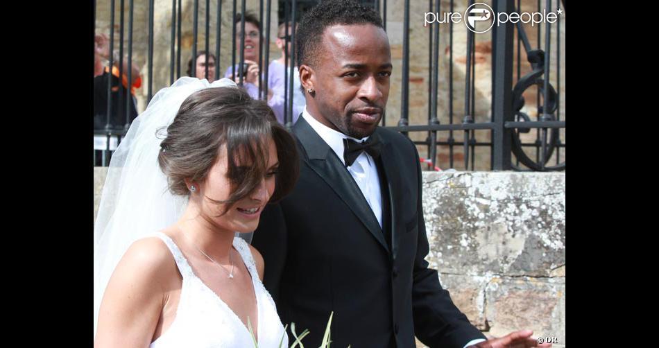 Sydney Govou et sa femme Clémence lors de leur mariage le 18 juin 2011 à Replonges - Purepeople