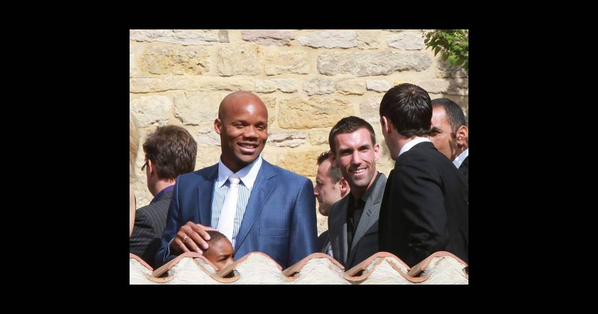 Jean-Alain Boumsong, Anthony Réveillères et Sébastien Squillaci lors du mariage de Sydney Govou ...