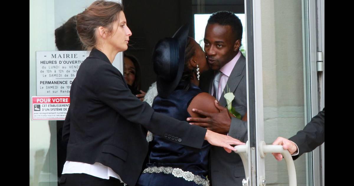 Mariage de Sydney Govou avec Clémence Catherin, à Replonges le 18 juin 2011 - Purepeople