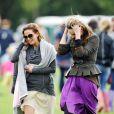 Sarah Harding et Bryony Daniels lors d'un match de polo caritatif, le dimanche 19 juin 2011.