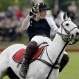 Le prince Harry lors d'un match de polo caritatif, le dimanche 19 juin 2011.