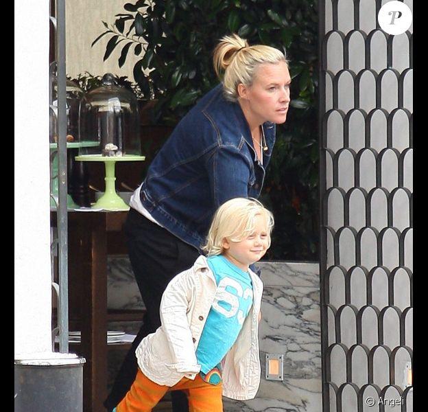 Zuma, fils de Gwen Stefani et Gavin Rossdale, quittant le restaurant Cecconi à Beverly Hills le 8 juin 2011
