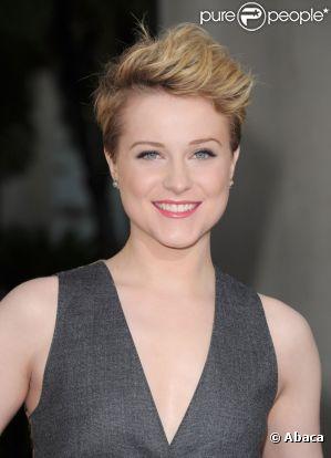 Evan Rachel Wood a de nouveau changé de coiffure ! Elle est ravissante avec ce carré très court qui met en valeur son joli minois ! Los Angeles, 21 juin 2011
