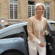 Dans ce monde très masculin et sombre, Christine Lagarde adore apporter une touche de clarté et de bonne humeur avec de la couleur. Paris, 2011