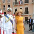 Toujours audacieuse, la princesse Maxima en robe jaune d'or avec son époux le prince Willem-Alexander des Pays-Bas sur le tapis rouge du Palais Princier de Monaco, pour le mariage religieux du prince Albert et de la princesse Charlene.   Le prince Albert II de Monaco et Charlene Wittstock avaient convié près de 800 invités, dont beaucoup de têtes couronnées (les cours d'Europe étaient notamment bien plus représentées qu'au mariage de William et Kate), à leur mariage religieux, le 2 juillet 2011 en Principauté.