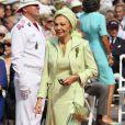 Farah Diba (Pahlavi), ex-impératrice d'Iran, sur le tapis rouge du Palais Princier de Monaco, pour le mariage religieux du prince Albert et de la princesse Charlene.   Le prince Albert II de Monaco et Charlene Wittstock avaient convié près de 800 invités, dont beaucoup de têtes couronnées (les cours d'Europe étaient notamment bien plus représentées qu'au mariage de William et Kate), à leur mariage religieux, le 2 juillet 2011 en Principauté.