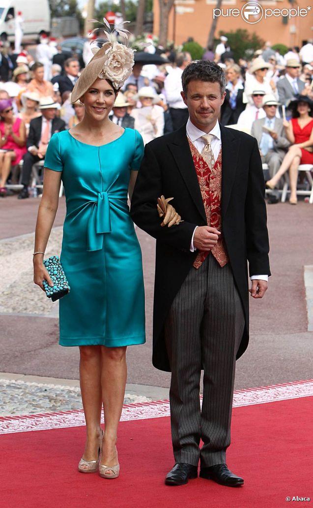 La princesse Mary et le prince Frederik de Danemark sur le tapis rouge du Palais Princier de Monaco, pour le mariage religieux du prince Albert et de la princesse Charlene.  Le  prince Albert II de Monaco et Charlene Wittstock avaient convié près de  800 invités, dont beaucoup de têtes couronnées (les cours d'Europe  étaient notamment bien plus représentées qu'au mariage de William et  Kate), à leur mariage religieux, le 2 juillet 2011 en Principauté.