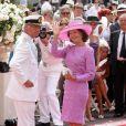Le roi Carl XVI Gustaf et la reine Silvia de Suède sur le tapis rouge du Palais Princier de Monaco, pour le mariage religieux du prince Albert et de la princesse Charlene.  Le  prince Albert II de Monaco et Charlene Wittstock avaient convié près de  800 invités, dont beaucoup de têtes couronnées (les cours d'Europe  étaient notamment bien plus représentées qu'au mariage de William et  Kate), à leur mariage religieux, le 2 juillet 2011 en Principauté.