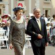 La présidente irlandaise Mary McAleese et son mari sur le tapis rouge du Palais Princier de Monaco, pour le mariage religieux du prince Albert et de la princesse Charlene.  Le  prince Albert II de Monaco et Charlene Wittstock avaient convié près de  800 invités, dont beaucoup de têtes couronnées (les cours d'Europe  étaient notamment bien plus représentées qu'au mariage de William et  Kate), à leur mariage religieux, le 2 juillet 2011 en Principauté.