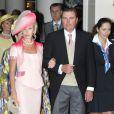 Charles de Bourbon-Deux Siciles, duc de Castro, et sa femme Camilla sur le tapis rouge du Palais Princier de Monaco, pour le mariage religieux du prince Albert et de la princesse Charlene.  Le  prince Albert II de Monaco et Charlene Wittstock avaient convié près de  800 invités, dont beaucoup de têtes couronnées (les cours d'Europe  étaient notamment bien plus représentées qu'au mariage de William et  Kate), à leur mariage religieux, le 2 juillet 2011 en Principauté.