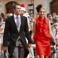 Le prince Emmanuel Philibert et la princesse Clotilde de Savoie sur le tapis rouge du Palais Princier de Monaco, pour le mariage religieux du prince Albert et de la princesse Charlene.  Le  prince Albert II de Monaco et Charlene Wittstock avaient convié près de  800 invités, dont beaucoup de têtes couronnées (les cours d'Europe  étaient notamment bien plus représentées qu'au mariage de William et  Kate), à leur mariage religieux, le 2 juillet 2011 en Principauté.