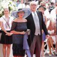 Le prince Victor-Emmanuel de Savoie et sa femme Marina sur le tapis rouge du Palais Princier de Monaco, pour le mariage religieux du prince Albert et de la princesse Charlene.  Le  prince Albert II de Monaco et Charlene Wittstock avaient convié près de  800 invités, dont beaucoup de têtes couronnées (les cours d'Europe  étaient notamment bien plus représentées qu'au mariage de William et  Kate), à leur mariage religieux, le 2 juillet 2011 en Principauté.