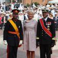 Le prince Guillaume, grand-duc héritier du Luxembourg, pose avec la princesse Mette-Marit et le prince Haakon de Norvège sur le tapis rouge du Palais Princier de Monaco, pour le mariage religieux du prince Albert et de la princesse Charlene.  Le  prince Albert II de Monaco et Charlene Wittstock avaient convié près de  800 invités, dont beaucoup de têtes couronnées (les cours d'Europe  étaient notamment bien plus représentées qu'au mariage de William et  Kate), à leur mariage religieux, le 2 juillet 2011 en Principauté.