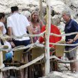 Michael Douglas en vacances avec famille et amis à Majorque le 3 juillet 2011