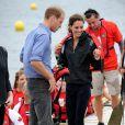 Un duel à la pagaie, des câlins et des regards complices : William et Kate ont adoré leur journée dans la grisaille à l'île du prince Edward.   Le prince William et la duchesse Catherine de Cambridge poursuivaient  leur Royal Tour 2011 du Canada lundi 4 juillet 2011 du côté de l'Île du  Prince Edouard.