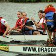 Très en vue avec sa démonstration de pilote d'hélico, le prince William a également remporté la course de bateau-dragon aux dépens de l'équipage mené par sa femme Kate !   Le prince William et la duchesse Catherine de Cambridge poursuivaient  leur Royal Tour 2011 du Canada lundi 4 juillet 2011 du côté de l'Île du  Prince Edouard.