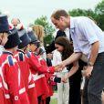 Le prince William et Kate Middleton à leur arrivée à Charlottetown, dans la province de l'Île du Prince Edward, le 3 juillet 2011.