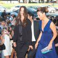 Katie Holmes arrive au défilé Haute Couture Armani Privé accompagnée par Roberta Armani, le 5 juillet 2011 à Paris