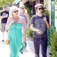 Matthew Bellamy accompagné de sa mère dans les rues de Los Angeles le 4 juillet 2011