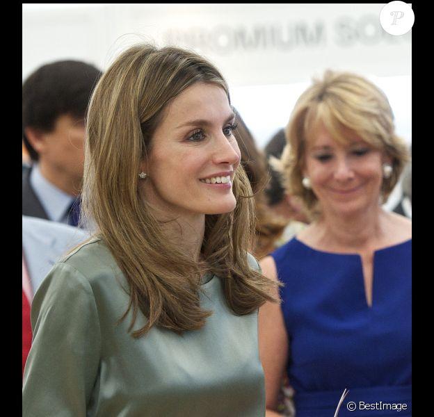La ravissante Letizia d'Espagne brille encore par sa beauté mais apparaît encore très maigre. Madrid, 6 juillet 2011