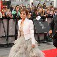 Emma Watson, portant une robe Oscar de la Renta et une veste Antonio Berardi, lors de l'avant-première mondiale de Harry Potter et les Reliques de la mort - partie II le 7 juillet 2011 à Londres