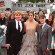 Rupert Grint, Emma Watson et Daniel Radcliffe lors de l'avant-première mondiale de Harry Potter et les Reliques de la mort - partie II le 7 juillet 2011 à Londres
