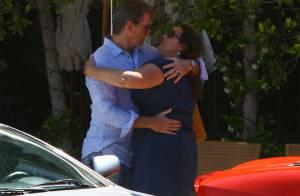 Pierce Brosnan : un baiser amoureux avec sa voluptueuse femme