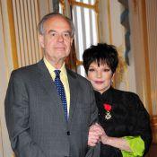 Liza Minnelli, émue et épinglée devant Line Renaud