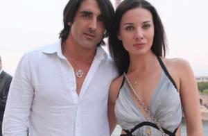 Grégory Basso : Collé à sa compagne, devant une Caterina Murino amoureuse