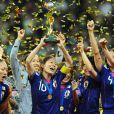 Les Japonaises de Nadeshiko, l'équipe nationale féminine nippone de foot, exultent : dimanche 17 juillet 2011, elles ont remporté en Allemagne la Coupe du Monde aux dépens des favorites, les Américaines.