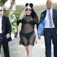 Lady Gaga à la sortie de son hôtel à Los Angeles, le 27 juillet 2011. Tenue transparente de rigueur, on commence à avoir l'habitude...