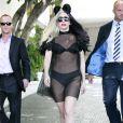 Lady Gaga à la sortie de son hôtel à Los Angeles, le 27 juillet 2011. Le soir, elle est attendue sur le plateau de  So you think you can dance .